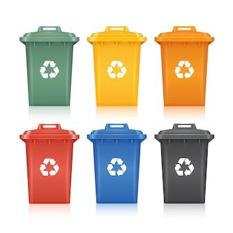 Corbeilles avec le symbole de recyclage