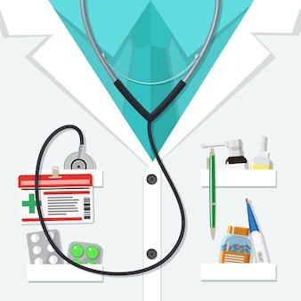 Costume de médecin blanc avec des pilules et des dispositifs médicaux
