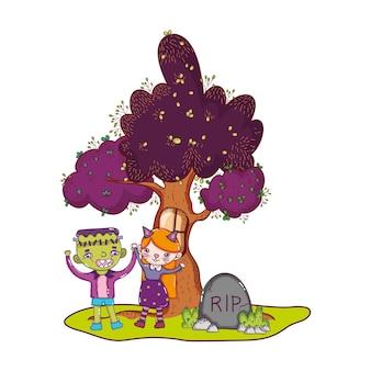Costumes d'enfants et arbre avec fenêtre et déchirure