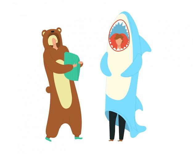 Costumes de fête personnes habillées en grenouillères représentant des personnages d'ours et de requins illustration de dessin animé plat.