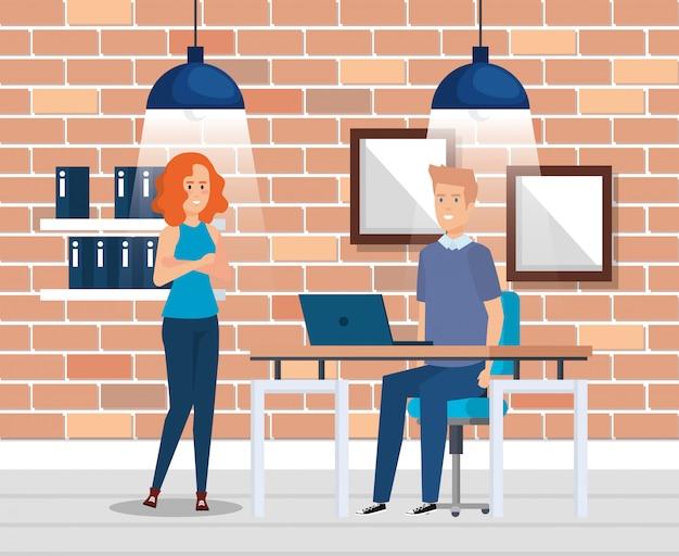 Couple d'affaires sur le lieu de travail