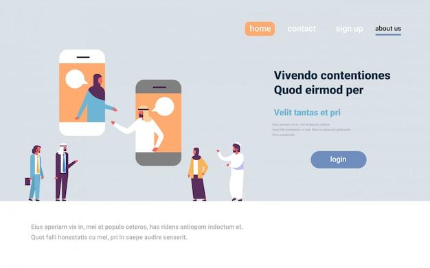 Couple arabe bavarder bulles application mobile bannière