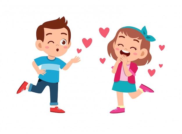 Couple d'enfants amoureux
