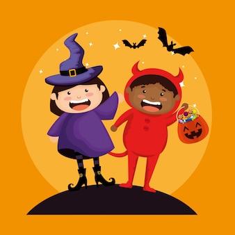Couple d'enfants déguisés en sorcière et petit diable