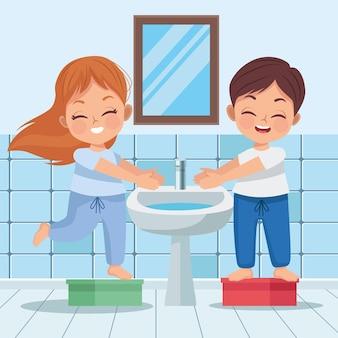 Couple d'enfants se lavant les mains