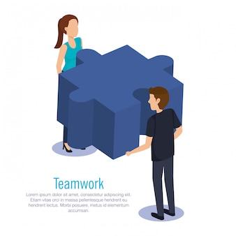 Couple d'équipe avec des pièces du puzzle