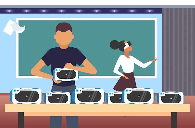 Couple, essai, lunettes 3d, étudiants, porter, réalité virtuelle, lunettes numériques, casque, vision, vr, technologie, concept, moderne, classe, intérieur, portrait, horizontal