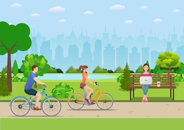 Couple faisant du vélo dans un parc public,