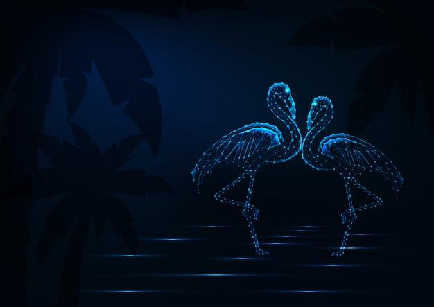 Couple de flamants roses dansant et se tenant debout dans une eau sur fond de plage de nuit avec palmier.