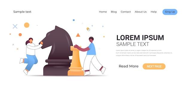 Couple de gens d'affaires jouant aux échecs nouvelle stratégie de succès concept de développement des affaires illustration horizontale pleine longueur