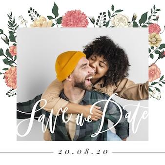 Couple heureux avec une femme embrassant l'homme