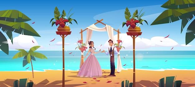 Couple de jeunes mariés de mariage de plage