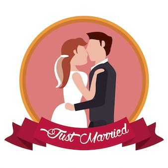 Couple juste marié embrassé étiquette