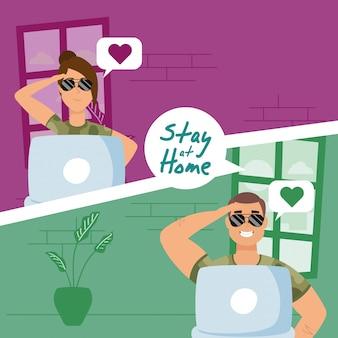 Couple militaire utilisant des ordinateurs portables pour communiquer et rester à la maison