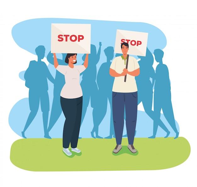 Couple avec des pancartes de manifestations, couple tenant des bannières, militants avec signe de manifestation de grève, concept de droit de l'homme