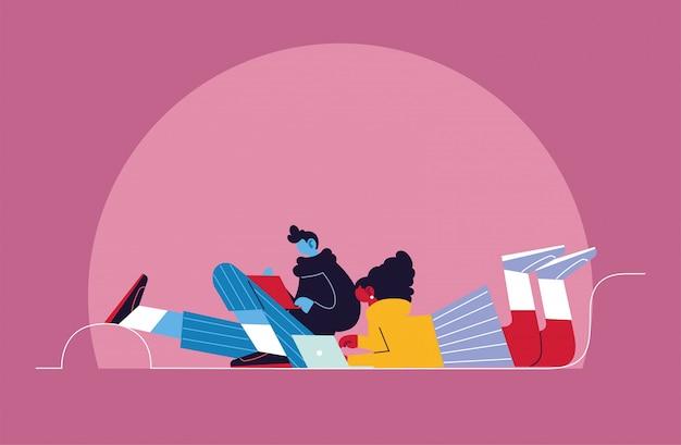 Couple de personnes avec ordinateur portable, médias sociaux