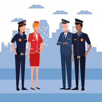 Couple de police avec pilote et hôtesse debout