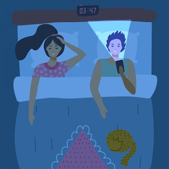 Couple sans sommeil allongé dans son lit et à l'aide de téléphones portables. dépendance, habitude malsaine, concept d'insomnie pour la bannière. illustration plate des utilisateurs accros au gadget et à internet.
