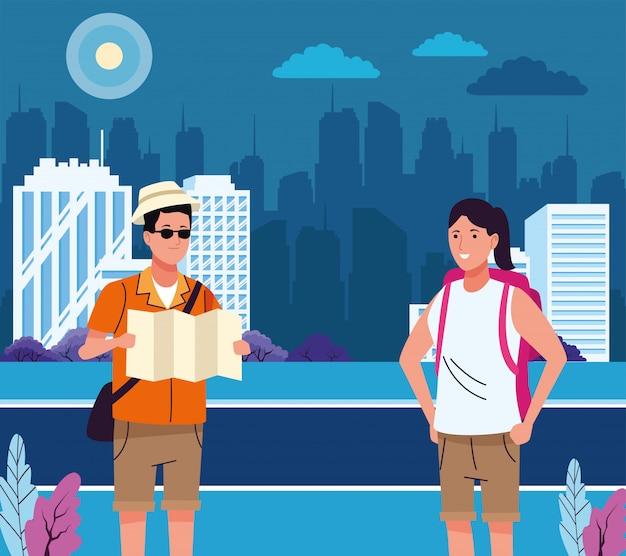 Couple de touristes faisant des activités sur la scène de la ville