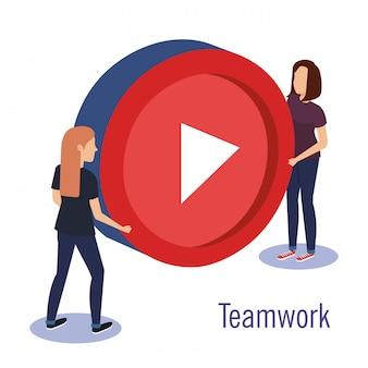 Couple de travail d'équipe avec bouton du lecteur multimédia