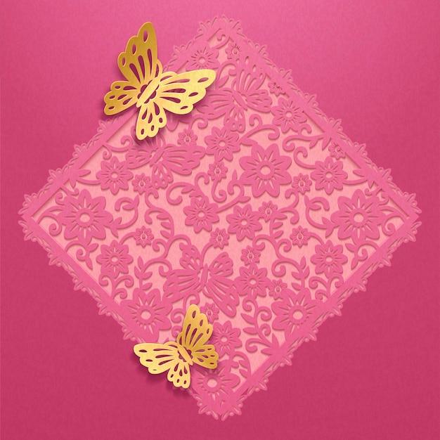 Couplet de printemps creux floral décoratif et papillons dorés dans l'art du papier