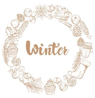 Couronne de décorations d'hiver avec des ornements
