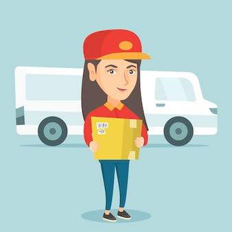 Courrier de livraison caucasien tenant une boîte en carton