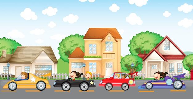 Course de voitures pour adolescents devant le quartier