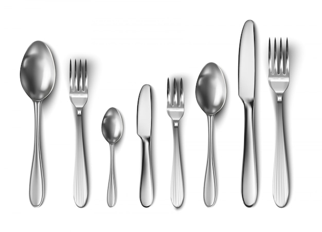 Couverts avec couteau de table, cuillère, fourchette, cuillère à thé et cuillère à poisson.