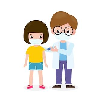 Covid19 ou coronavirus vaccinevaccination des enfants avec un pédiatre tenant une seringuemédecin tenant une vaccination par injection prévention des enfants et immunisationenfant portant des masques médicaux pour prévenir la maladie