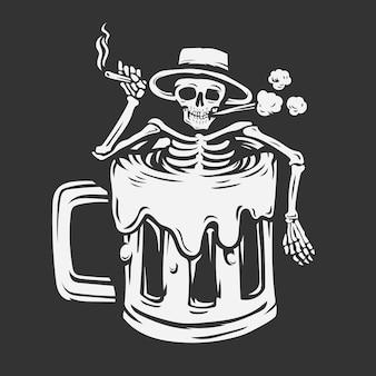 Un crâne avec un chapeau tenant une cigarette trempée dans un verre à bière.
