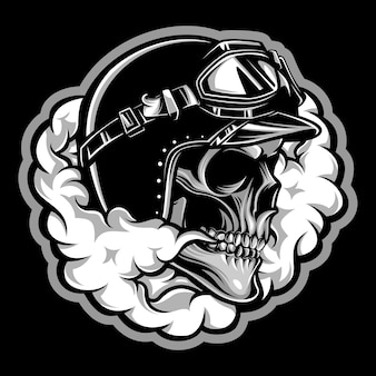 Crâne de motard avec de la fumée