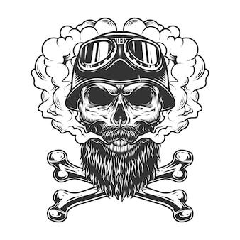 Crâne de motard monochrome dans un nuage de fumée
