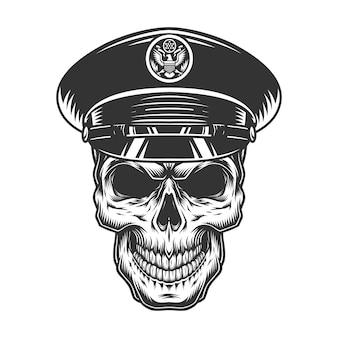 Crâne d'officier militaire au chapeau noir