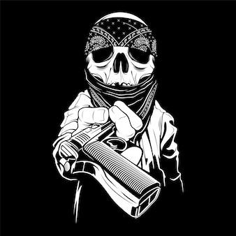 Un crâne portant un bandana les mains sur une arme à feu