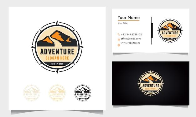 Création de logo aventure insigne avec montagnes et route avec ornement boussole avec carte de visite