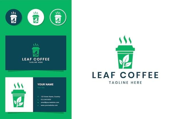 Création de logo d'espace négatif de café de feuille
