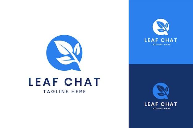 Création de logo d'espace négatif de chat de feuille