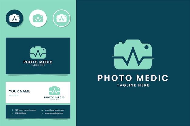 Création de logo d'espace négatif médical pour appareil photo