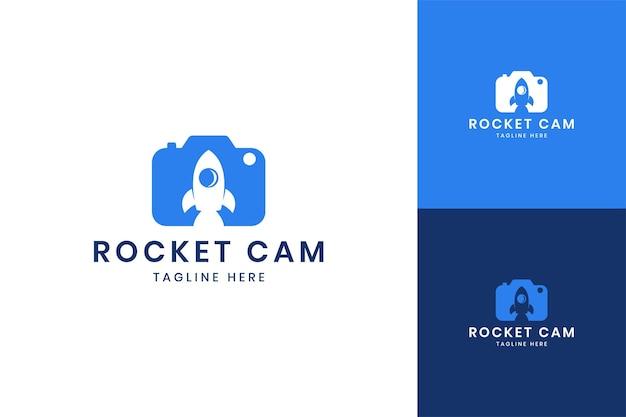 Création de logo d'espace négatif pour caméra fusée