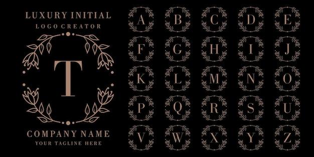 Création de logo d'insigne initial de luxe avec cadre floral