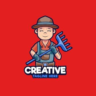 Création de logo de mascotte d'agriculteur. agriculteurs tenant un râteau pour faire pousser des cultures illustration vectorielle