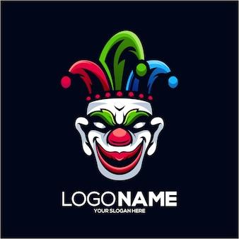 Création de logo mascotte clown isolé sur bleu foncé