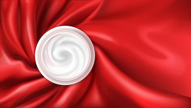 Crème hydratante sur soie rouge
