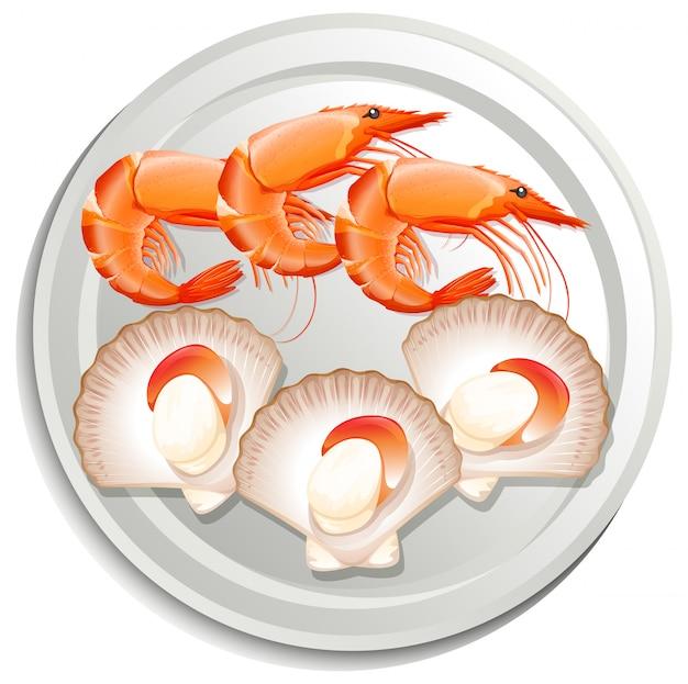 Crevettes et pétoncles sur assiette