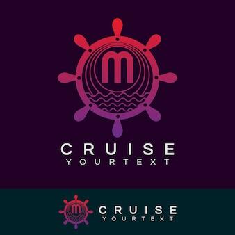 Croisière initiale lettre m création de logo