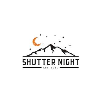 Croissant de lune de nuit avec logo de la montagne