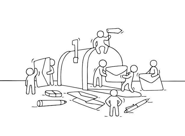 Croquis de petites personnes qui travaillent avec une boîte aux lettres ouverte. doodle scène miniature mignonne de travailleurs avec des lettres. illustration vectorielle de dessin animé dessinés à la main.
