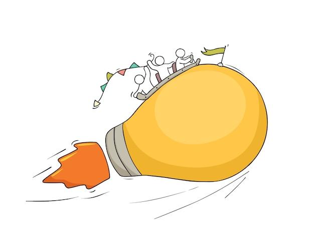 Croquis de petites personnes travaillant avec une idée de lampe volante. doodle scène miniature mignonne de travailleurs créatifs.