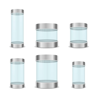 Cube de cristal transparent et vitrines vides de cylindre
